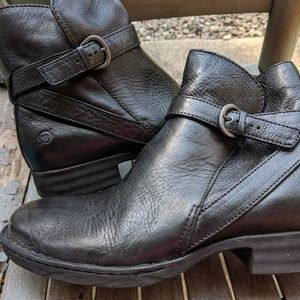 Born Black Leather Zip Up Ankle Booties Size 10/42